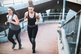 Időszakos böjt: mire figyelj, ha ezzel a módszerrel akarsz fogyni sport mellett? | Futásról Nőknek